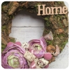 Tavaszi ajtókoszorú fakérgekkel, lila selyemvirággal