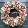 Hortenziás - csipkebogyós ajtókoszorú buxus alapon