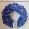 Ajtókoszorú kék sóvirággal