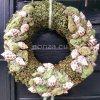 Zöld ajtókoszorú csigával