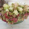 Asztaldísz bádog kaspóban hortenziával, rózsával