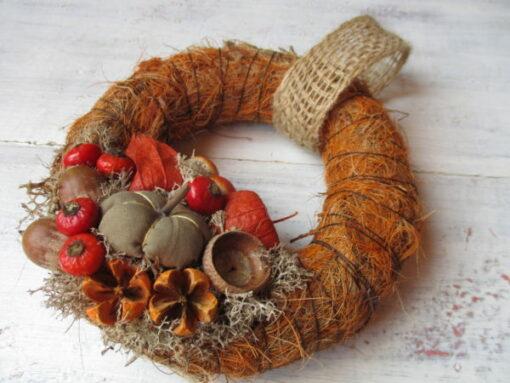 Kis őszi ajtókoszorú narancs-barna színösszeállításban