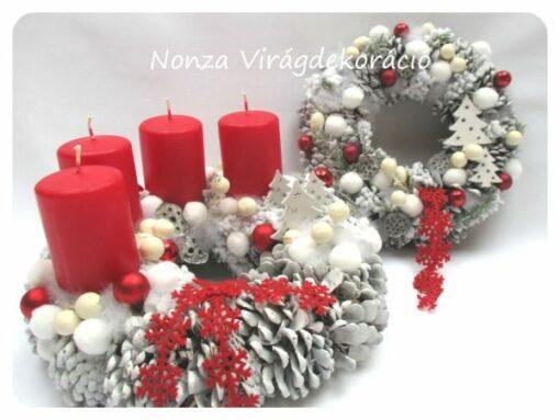Fehér-piros adventi koszorú és kopogtató fehér toboz alapon