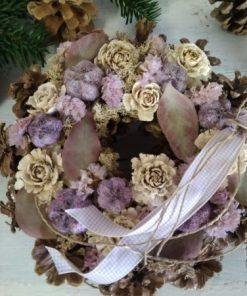 Mindenszenteki tobozkoszorú lila-fehér díszítéssel