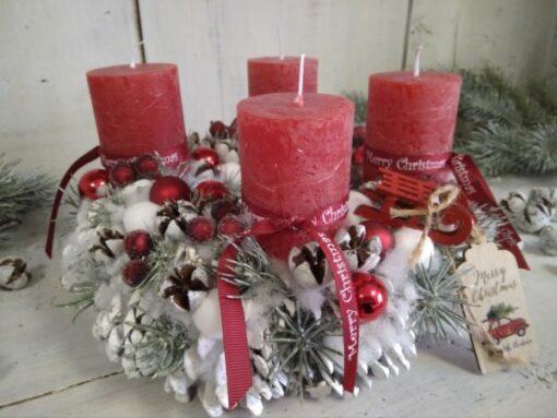 Adventi koszorú fehér toboz alapon, piros-fehér színben