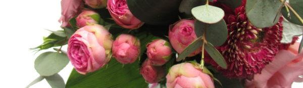 Csokor rózsaszín lisianthusszal, rózsával