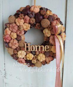 Őszi ajtókoszorú termésekkel, krémsárga színben