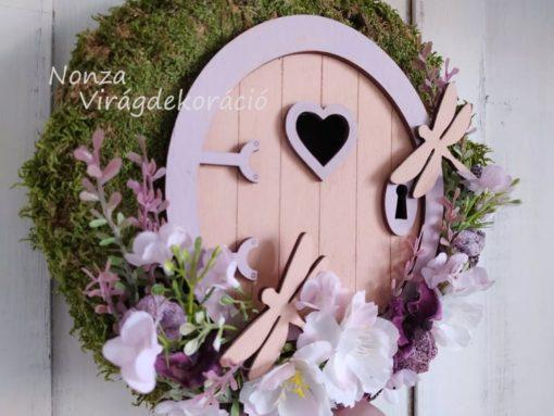 Ajtókoszorú tündérajtóval, lila-rózsaszín színben