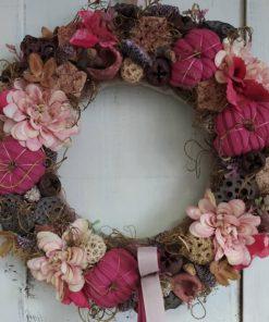 Színes őszi ajtókoszorú selyemvirággal, tökkel, termésekkel