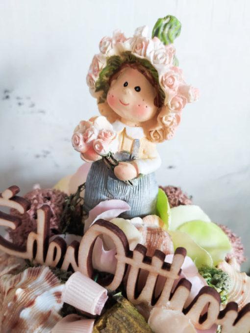 Selyemvirágos asztaldísz kislány figurával, kőkaspóban
