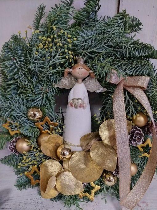 Karácsonyi fenyős ajtókoszorú angyalkával