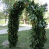 Boldogságkapu esküvőre zöldekkel díszítve