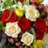 Menyasszonyi csokor vegyes színekkel
