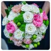 Fehér-zöld-rózsaszín menyasszonyi csokor