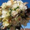 Menyasszonyi csokor narancsos krém színben, tollakkal