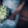 Menyasszonyi csokor fehér rózsával, rezgővel